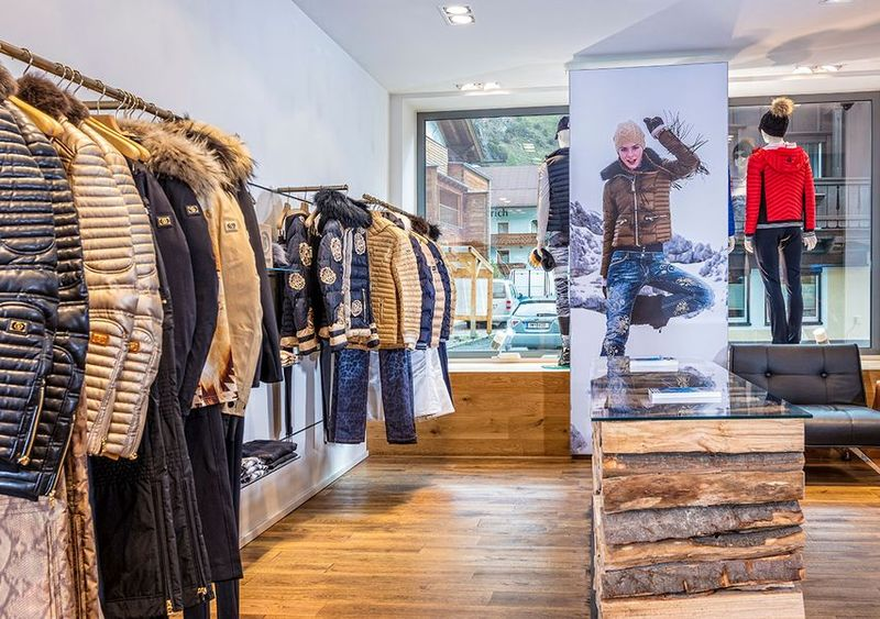 LED Display im Bogner Store Sölden